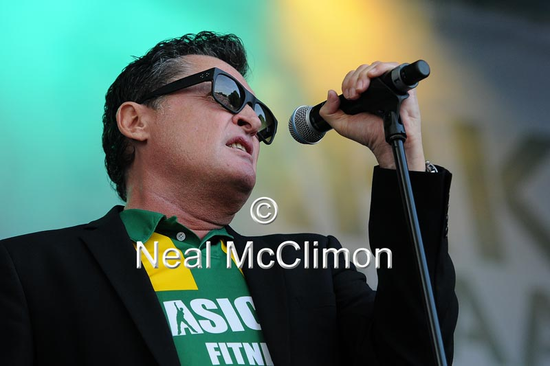 Barry Hay in ADO Den Haag shirts op Parkpop 2013