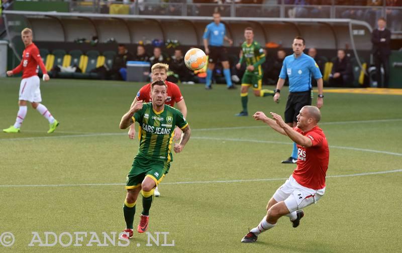 Foto`s en verslag ADO mist voetballend vermogen om het AZ moeilijk te maken