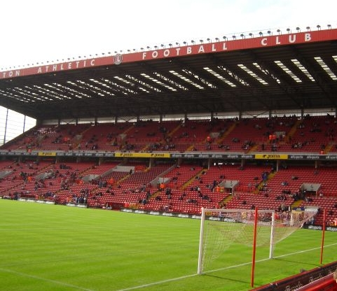 The West stand waar we op de bovenste ring zaten